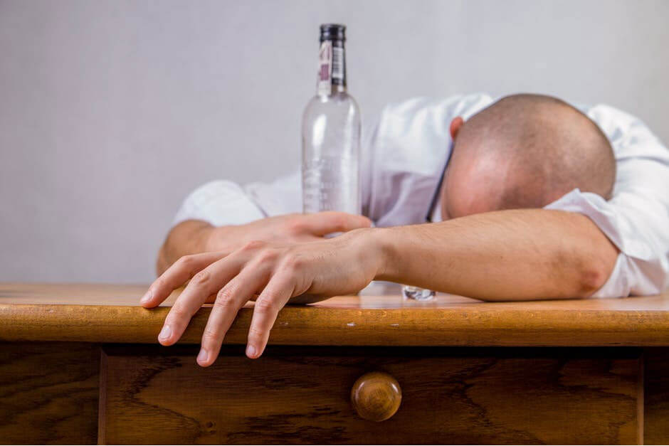 Stages of Alcohol Withdrawal and Tips for Dealing With Them